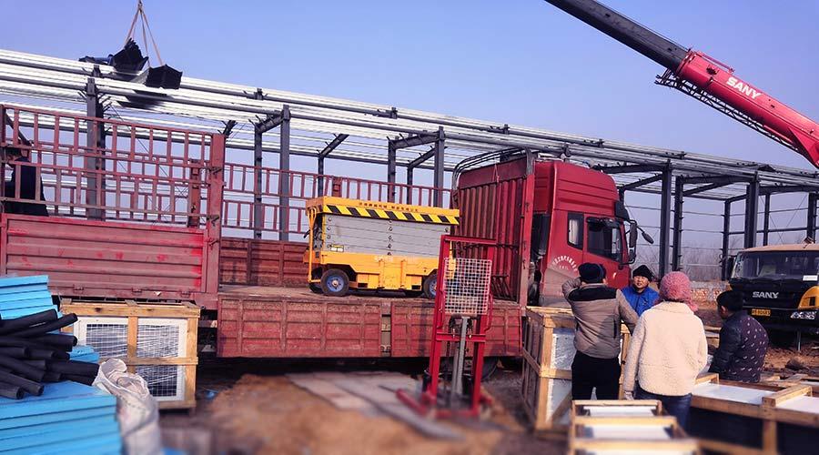积石山果蔬冷库设备建造材料运输入场实拍照片