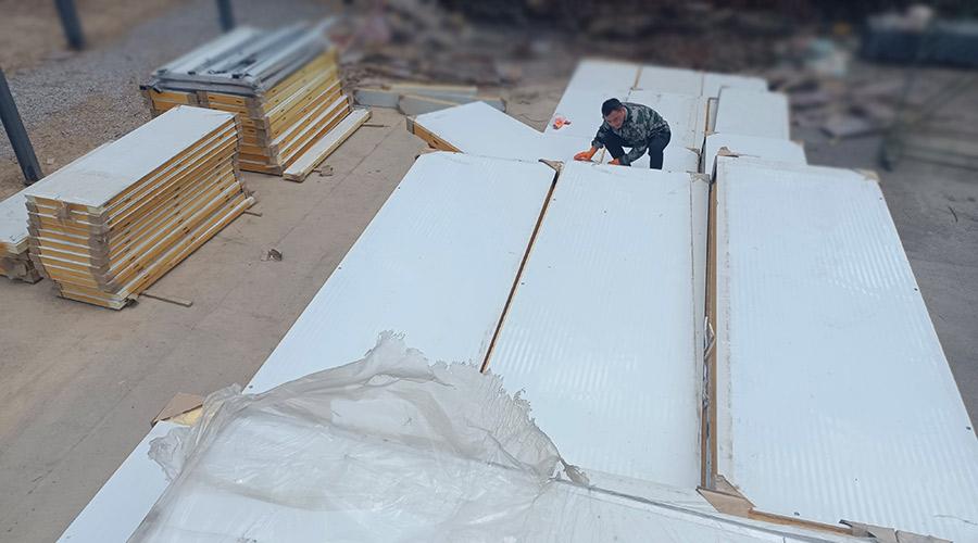 冷库板的拼接工作